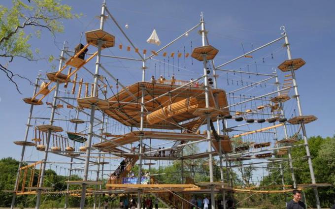 На ВДНХ открылся верёвочный парк. Изображение № 1.