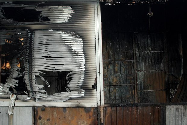 На рынке «Оболонь» выгорел весь торговый павильон. Зображення № 7.