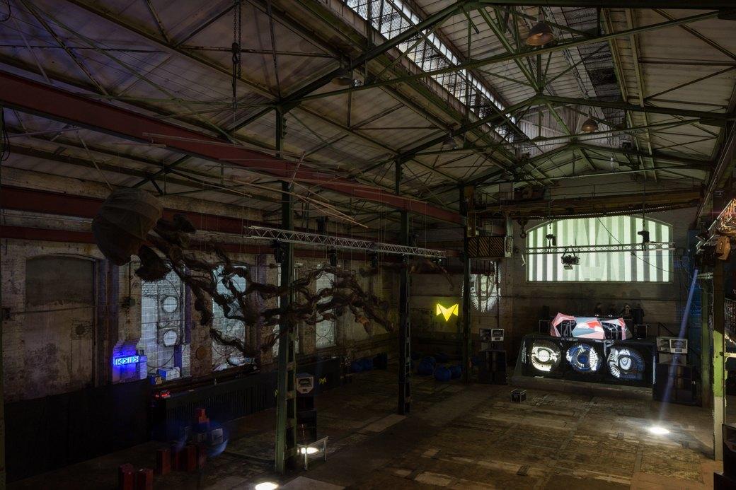 Заводы стоят: Как вПетербурге проводят рейвы впромышленных зданиях. Изображение № 2.