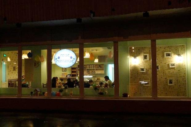 На Руставели открылось семейное кафе «Месье де Монпансье». Изображение №1.
