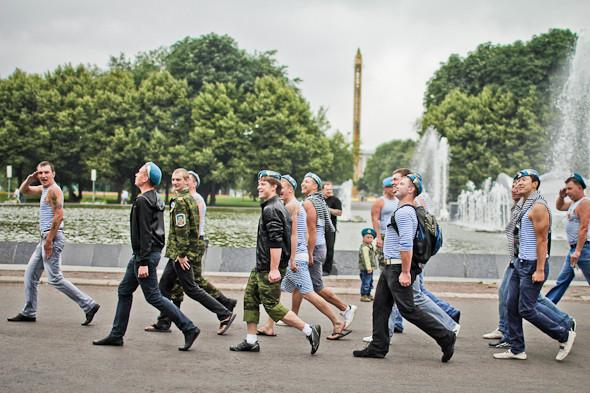 Фоторепортаж: День ВДВ в парке Горького. Изображение № 11.