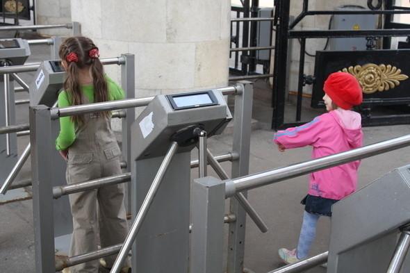 Входные турникеты в парке Горького, 28 апреля 2011 . Изображение № 2.