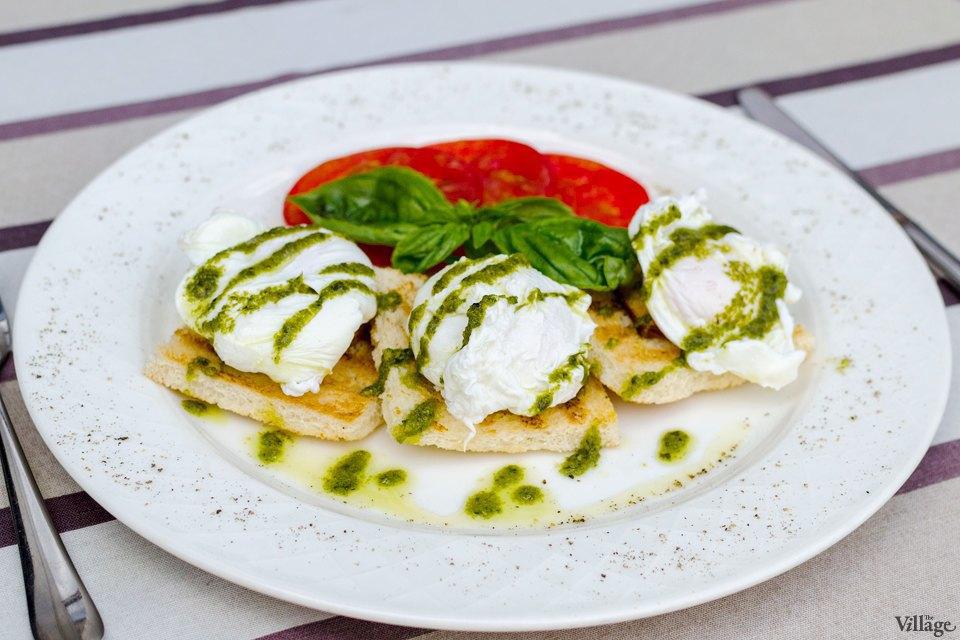 Яйца-пашот на тостах с сыром-бри — 46 грн.. Изображение № 31.