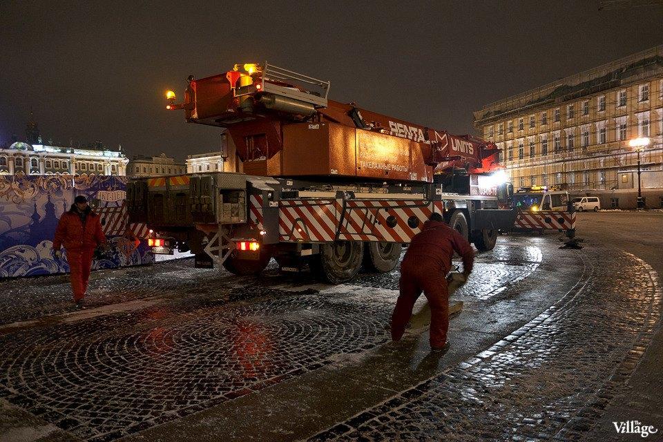 Фоторепортаж: Как устанавливали главную петербургскую ёлку. Изображение № 5.