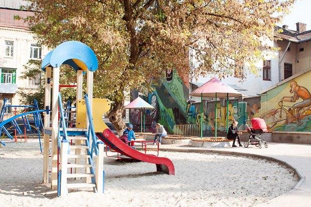 Фото дня: Реконструированная детская площадка во Львове. Зображення № 2.