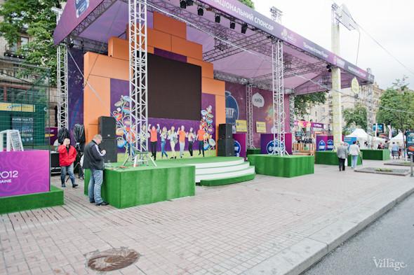 Фоторепортаж: Улица футбола — фан-зона на Крещатике. Зображення № 5.