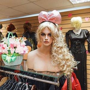 Каково носить хиджаб в Москве, жить в психдиспансере и делать бизнес на смене пола. Изображение № 6.