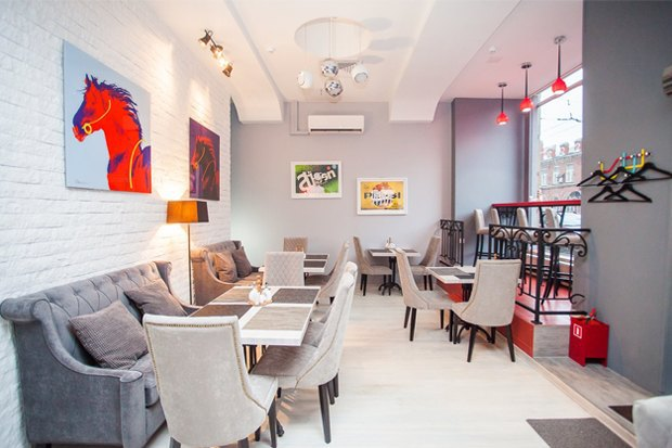 Заведения White Rabbit Family наДаниловском рынке, кафе «Рогалик» и бургерная «ПитерБургер». Изображение № 1.