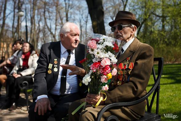 День Победы в Москве и Петербурге: Как гуляют и о чём вспоминают ветераны 9 Мая. Изображение № 78.