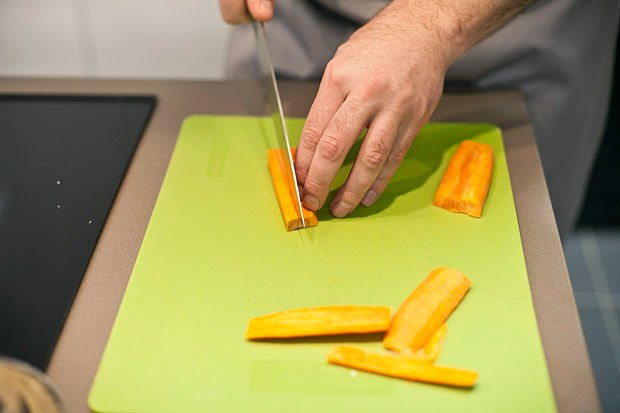 Шеф дома: Котлета из цесарки и пирог-галета Дениса Крупени. Изображение № 47.