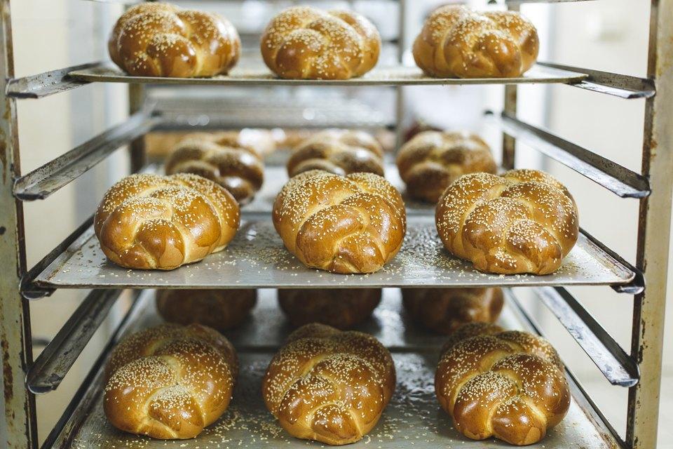 Производственный процесс: Как готовят кошерный хлеб. Изображение № 40.