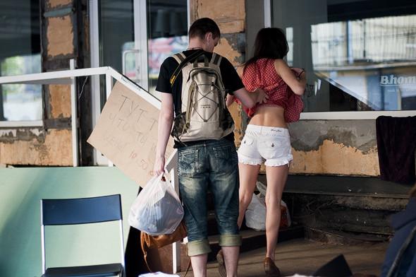 Фоторепортаж: Люди, покупки и опасные отходы на Garage Sale. Изображение № 26.