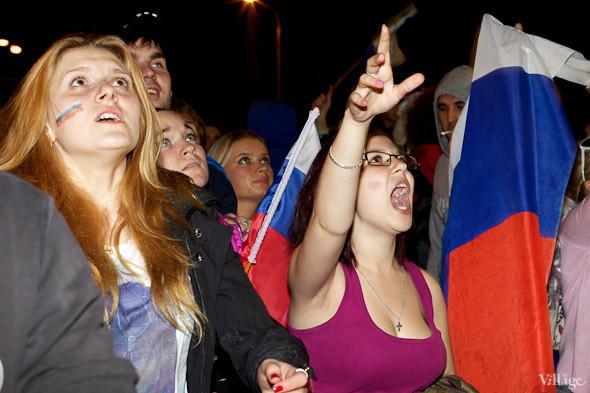Фоторепортаж: Болельщики в фан-зоне парка Горького. Изображение № 29.