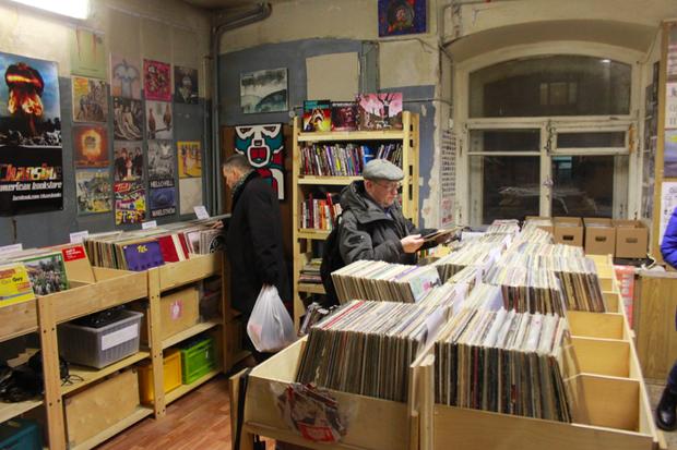 В Политехе открылся обновлённый магазин винила Dig. Изображение №1.