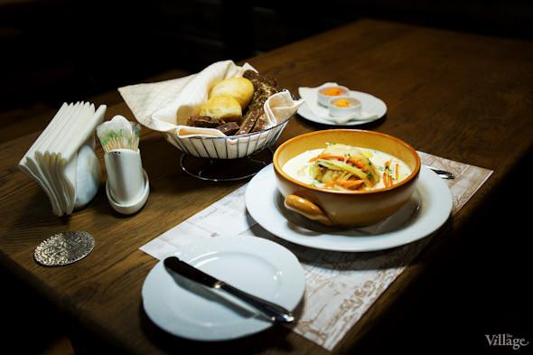 Курица по-гентски - нежное куриное филе тушенное в белом вине с сельдереем, морковью, луком порей и сливками - 87грн.. Изображение № 21.