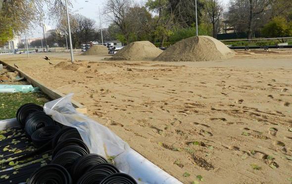 В парке Горького начали строить самый большой каток в Москве. Изображение № 3.
