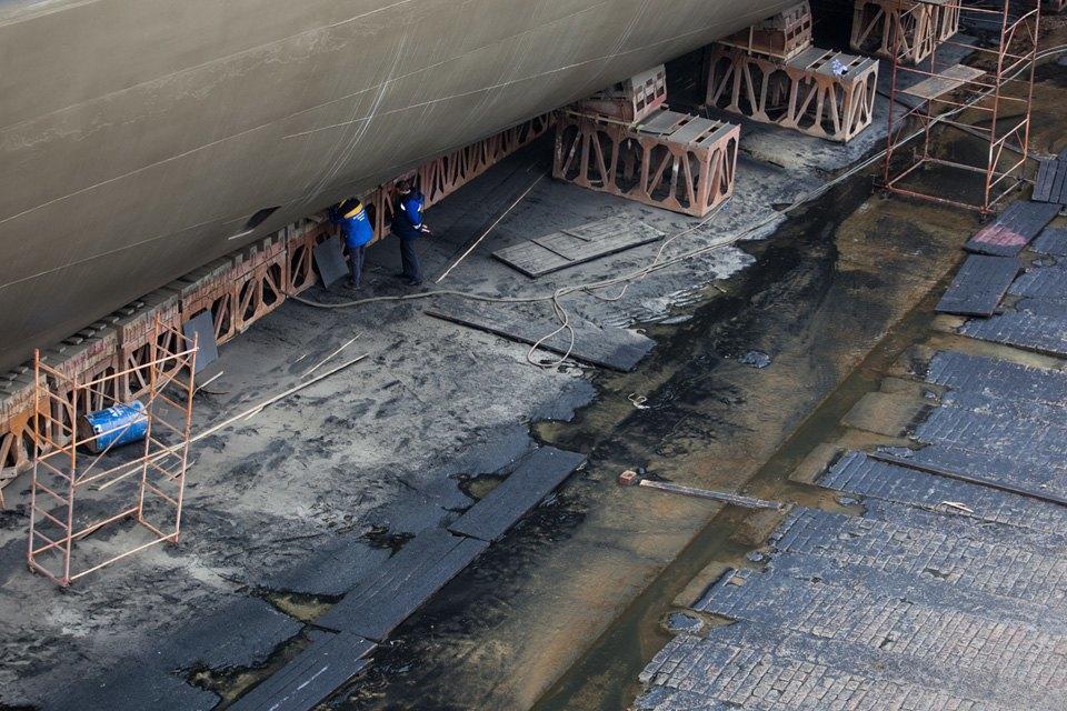 Как ремонтируют крейсер «Аврора». Изображение № 12.