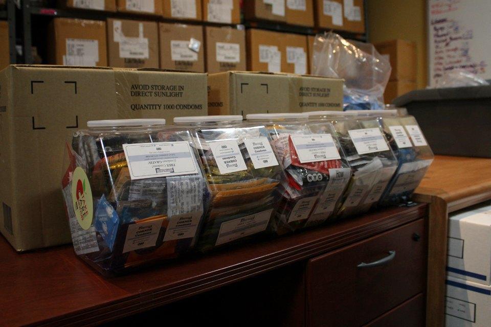 Бесплатные презервативы и шприцы для раздачи наркозависимым. Изображение № 12.