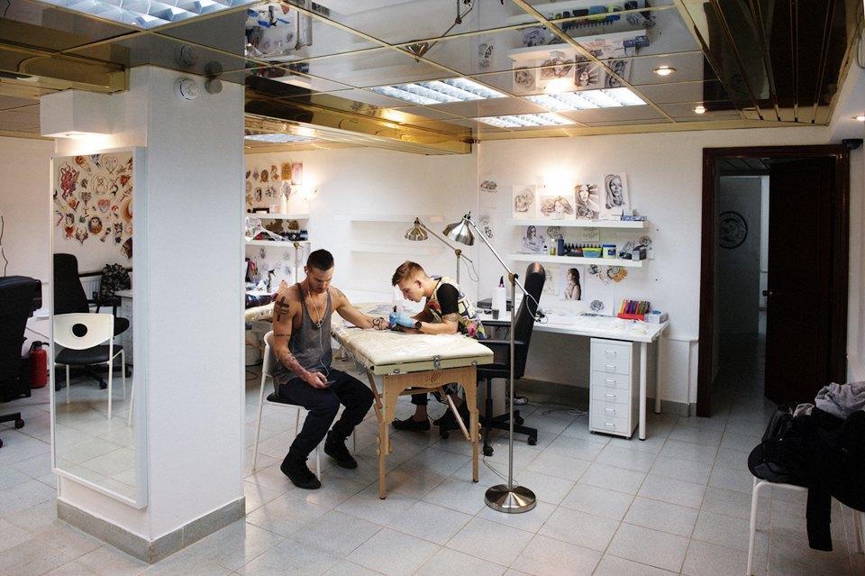 Как оставить офисную работу иоткрыть тату-студию. Изображение № 4.