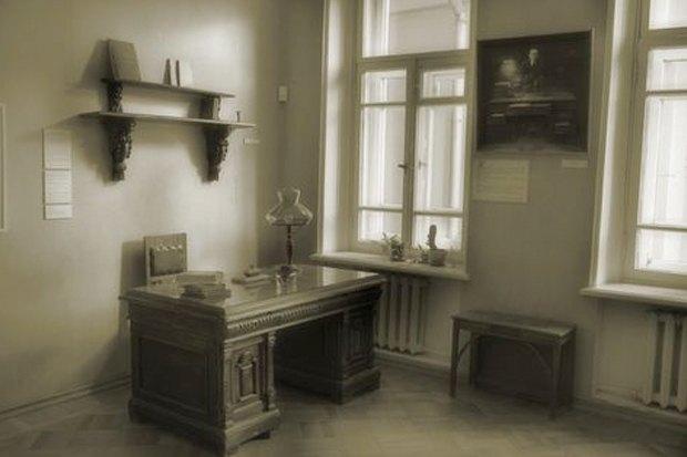 Итоги недели: Испорченные колонны «Чистых прудов», «Изя Гриль» и новый директор музея Булгакова. Изображение №5.