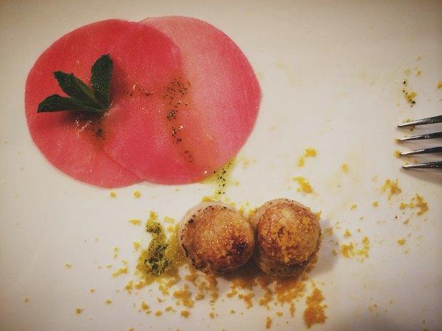 Карамелизированное яйцо перепёлки с муссом из тунца и ботарги Тано Симонато. Изображение № 13.