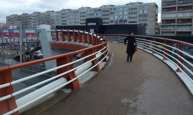 На проспекте Славы открылся «футуристичный» надземный переход. Изображение № 4.