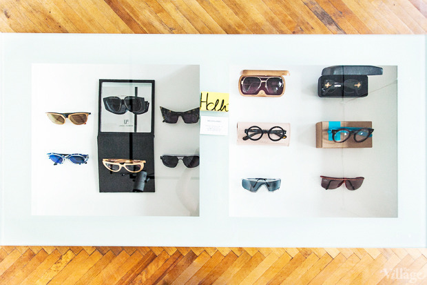 На полках: Магазин очков и оправ Hello Glasses. Зображення № 3.