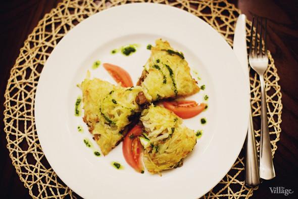 Картофельные драники, фаршированные свежими овощами и грибами — 190 рублей. Изображение № 35.