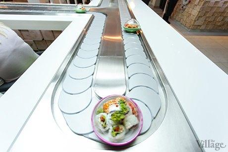 На Крещатике открылся ресторан с суши-конвейером. Изображение № 6.