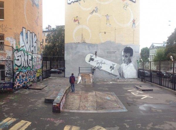Портрет скейтбордиста ТониХоука наВведенской улице. Изображение № 2.