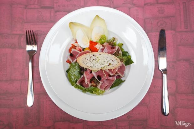 Салат из тунца — 450 рублей. Изображение №22.