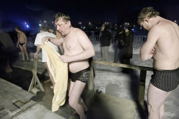 Изображение 16. В прорубь: Репортаж с крещенских купаний.. Изображение № 9.
