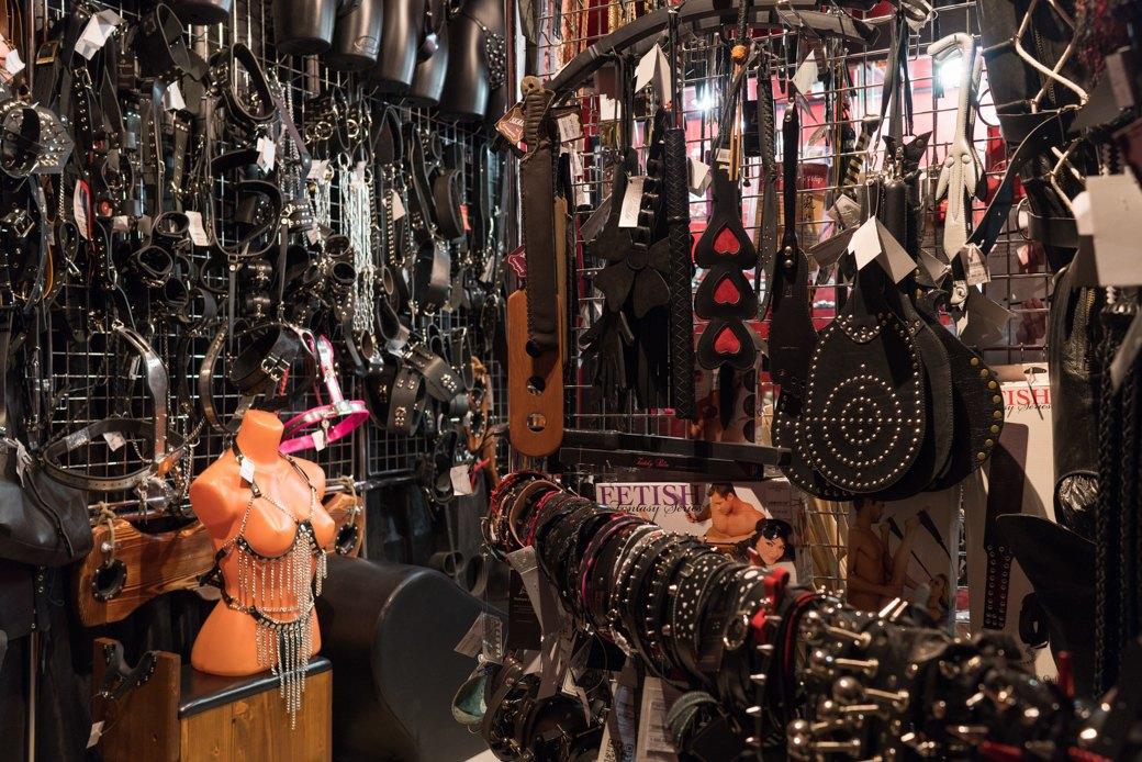 Лучшие секс-шопы Москвы: Куда идти за боа в перьях, стеками иновыми впечатлениями. Изображение № 53.