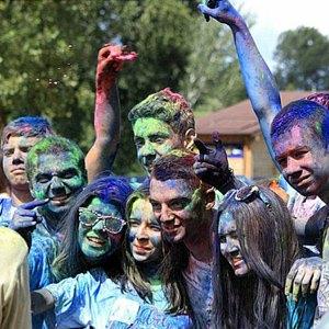 Вогнали в краску: В Киеве прошёл фестиваль «Холи». Изображение № 8.