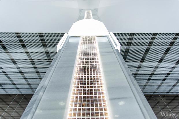 Колонны декорированы светодиодными лампами. Изображение № 12.