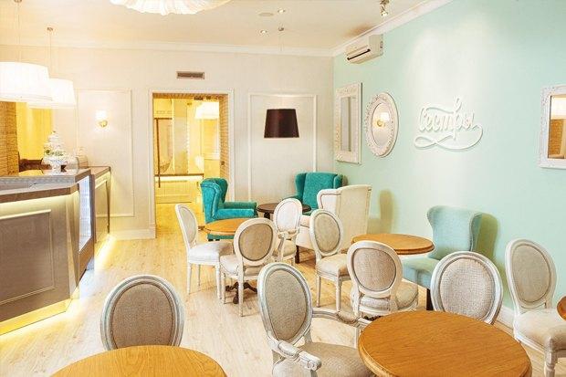 На «Чернышевской» открылась клубная парикмахерская в стиле 60-х. Изображение № 1.