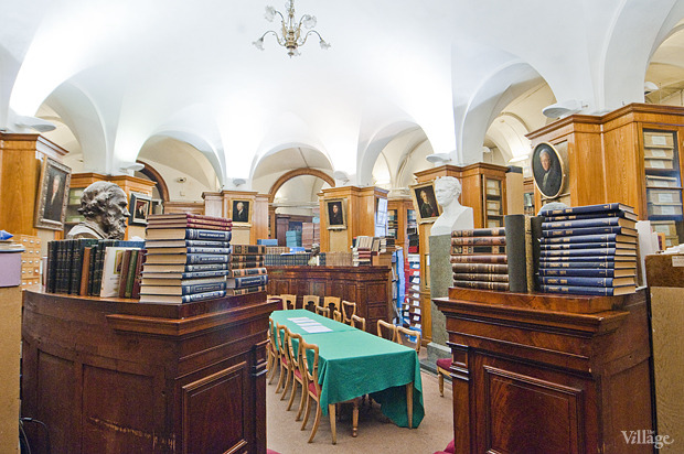 Зал с ценными изданиями и рукописями. Изображение №14.