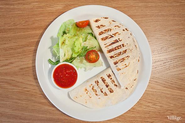 Кесадилья с овощами и сыром — 220 руб.. Изображение № 19.