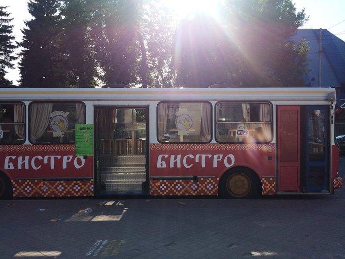 В Петербурге появилось бистро вавтобусе «Сытый пёс». Изображение № 1.