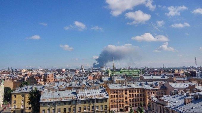 Химикаты пылают наскладе вПетербурге, наместо пожара вылетел вертолет