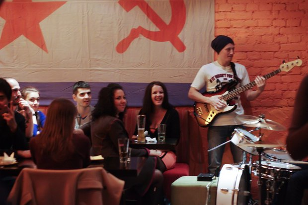 На Жуковского открылся стихийный трёхнедельный бар. Изображение № 3.