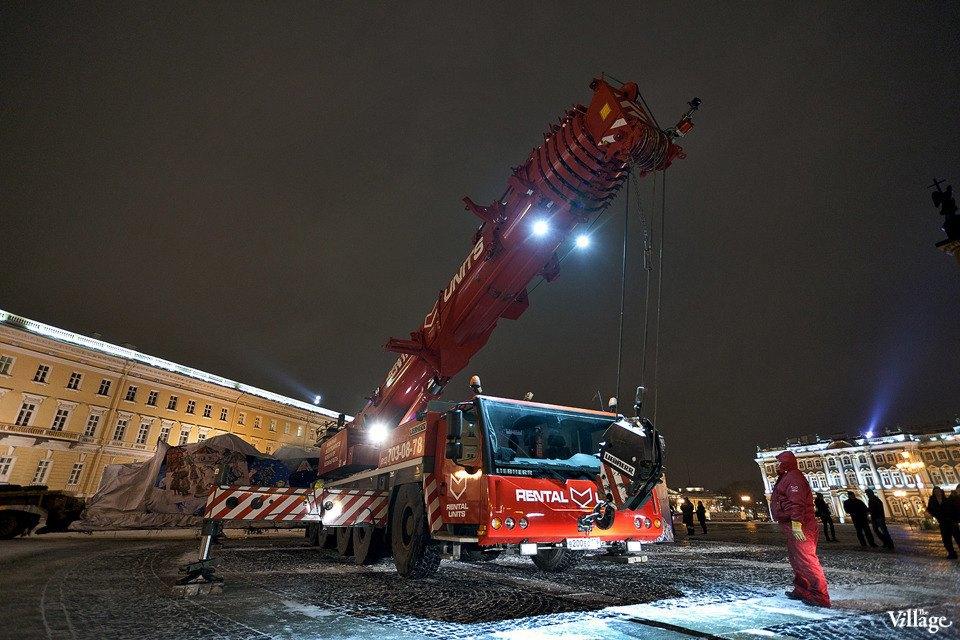 Фоторепортаж: Как устанавливали главную петербургскую ёлку. Изображение № 8.