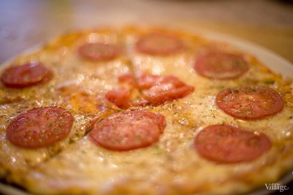 «Мексиканская острая пицца», приготовленная без мяса —в любую пиццу в Barmalini можно добавить какие-то ингредиенты по вкусу или, наоборот, убрать. Изображение № 10.