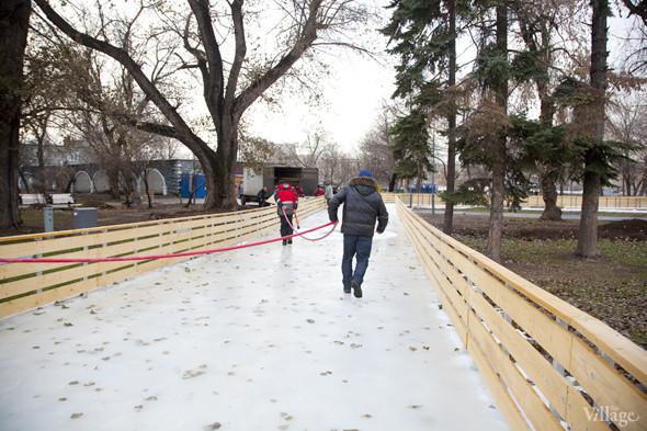В парке Горького залили каток. Изображение № 5.