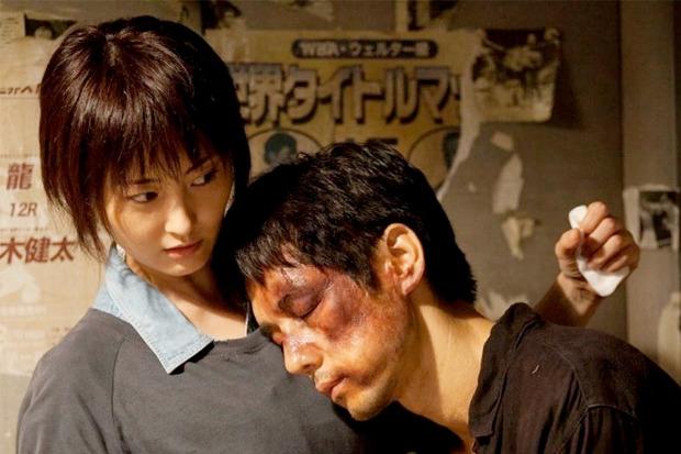 «Снято!», японский артхаус про молодого режиссёра, который даёт себя избивать за деньги, чтобы расплатиться с долгами покойного брата. Изображение № 5.