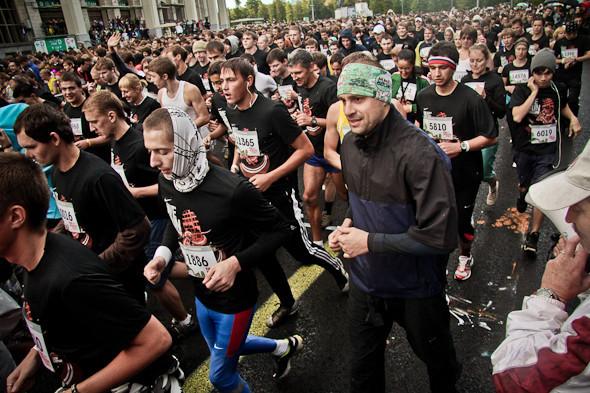 Бег с ними: В Москве прошел марафон Run Moscow. Изображение № 4.