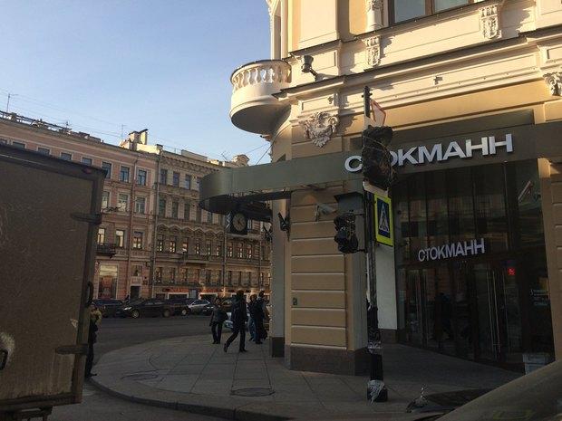 Новые светофоры рядом со«Стокманном» обещают подключить вноябре. Изображение № 1.