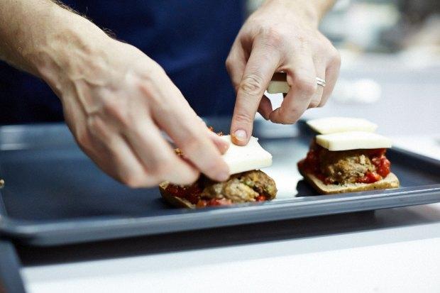Шеф дома: Смэш-бургер и хиро-сэндвич Федора Тардатьяна. Изображение № 33.
