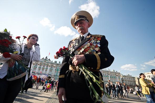 День Победы в Москве и Петербурге: Как гуляют и о чём вспоминают ветераны 9 Мая. Изображение № 60.