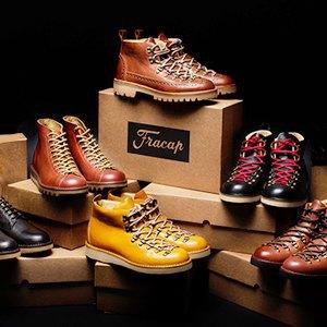 Что надеть: ботинки Fracap, носки Oh, my, кеды Maison Martin Margiela и другое. Изображение № 2.